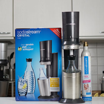 Sodastream-Crystal-2.0-mit-Zylinder-und-Verpackung