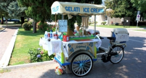 Alter Eiswagen aus Italien