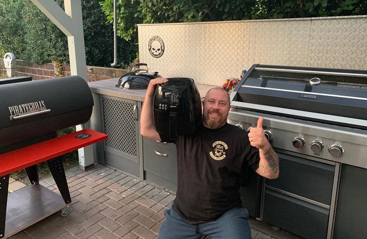 Carsten von sons-of-barbecue-com mit seiner Heißluftfritteuse